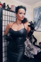 Fetisch-Outfit-Abendkleid-Leder-4