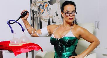 Bildergallerie: Outfit Chefklinikerin Alina Sommer